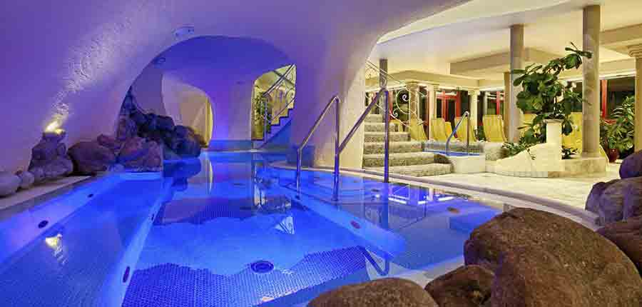Austria_Bad-Kleinkirchheim_Thermal-spa-hotel-pulverer_indoor-thermal-jacuzzi.jpg